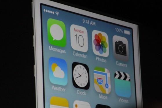 iOS 7 - płaski i kontrowersyjny