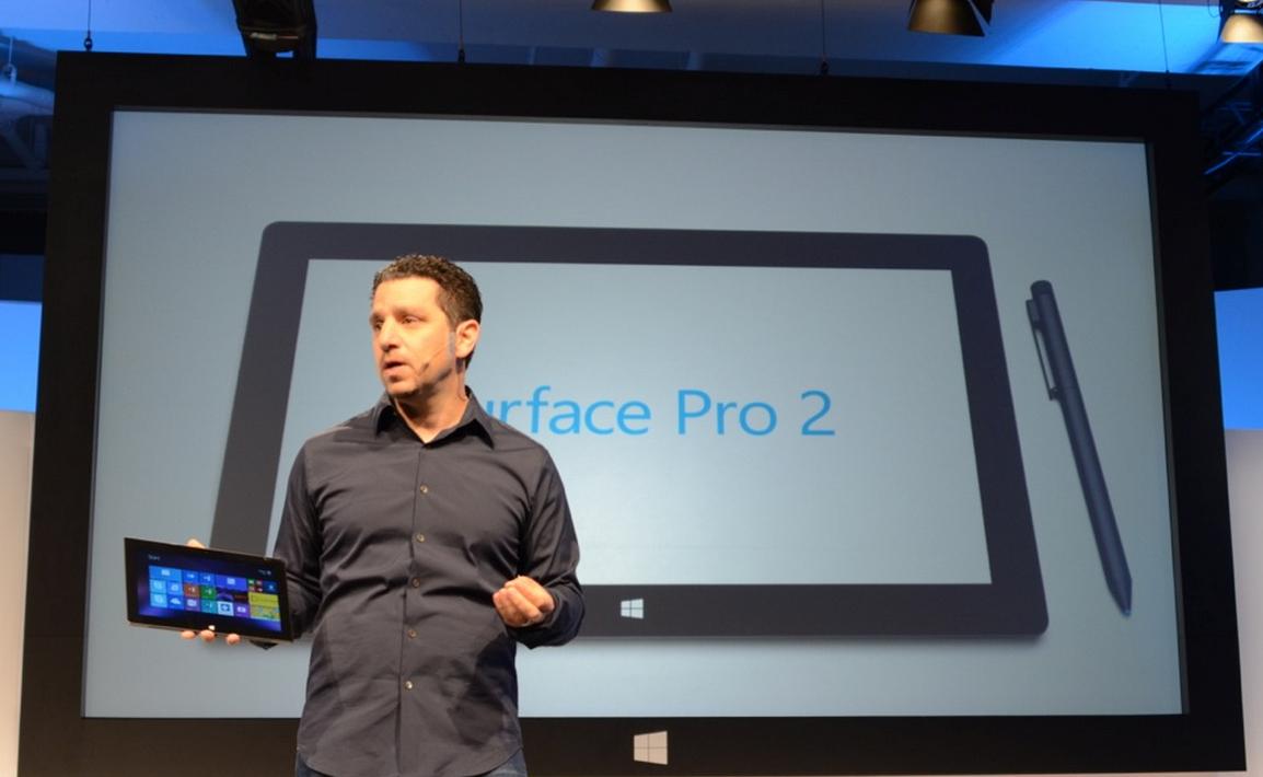 Panos Panay prezentuje Surface 2