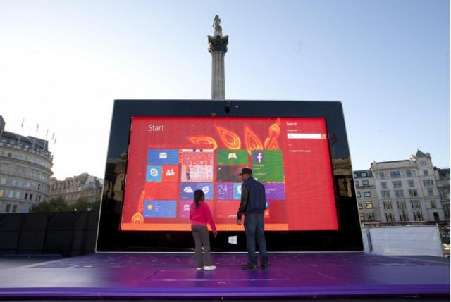 Surface 2 na Trafalgar Square