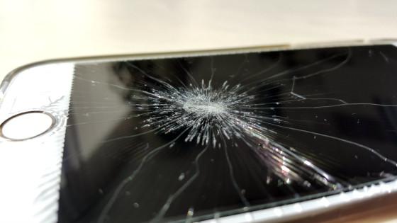 Stłuczony wyświetlacz iPhone-4