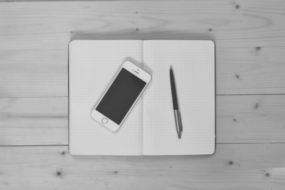 black-and-white-apple-iphone-smartphone