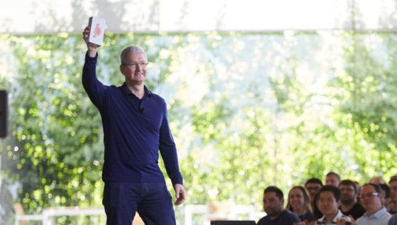 Tim Cook Apple iPhone biznes wyniki kwartalne finansowe