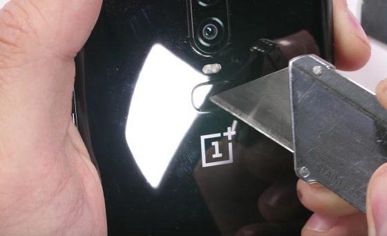OnePlus 6 testy JerryRigEverything
