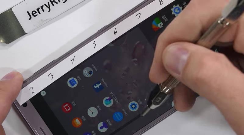 Sony Xperia XZ2 testy wytrzymałość