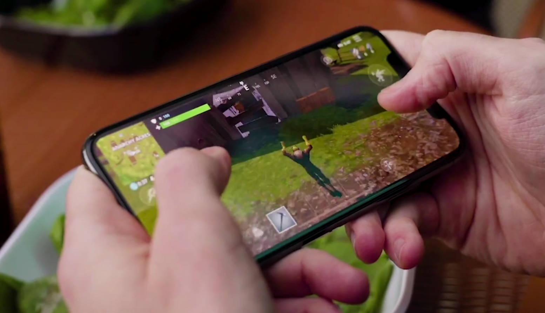 Fortnite Mobile na Androida kiedy premiera jakie smartfony jak zainstalować wymagania iOS 13 Apple iPhone PS4 Remote Play PlayStation 4