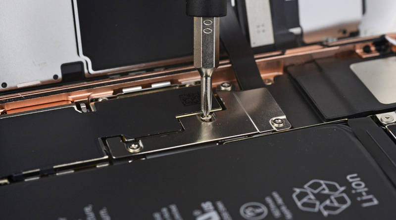 Apple iPhone 8 program wymiany program naprawy płyta główna