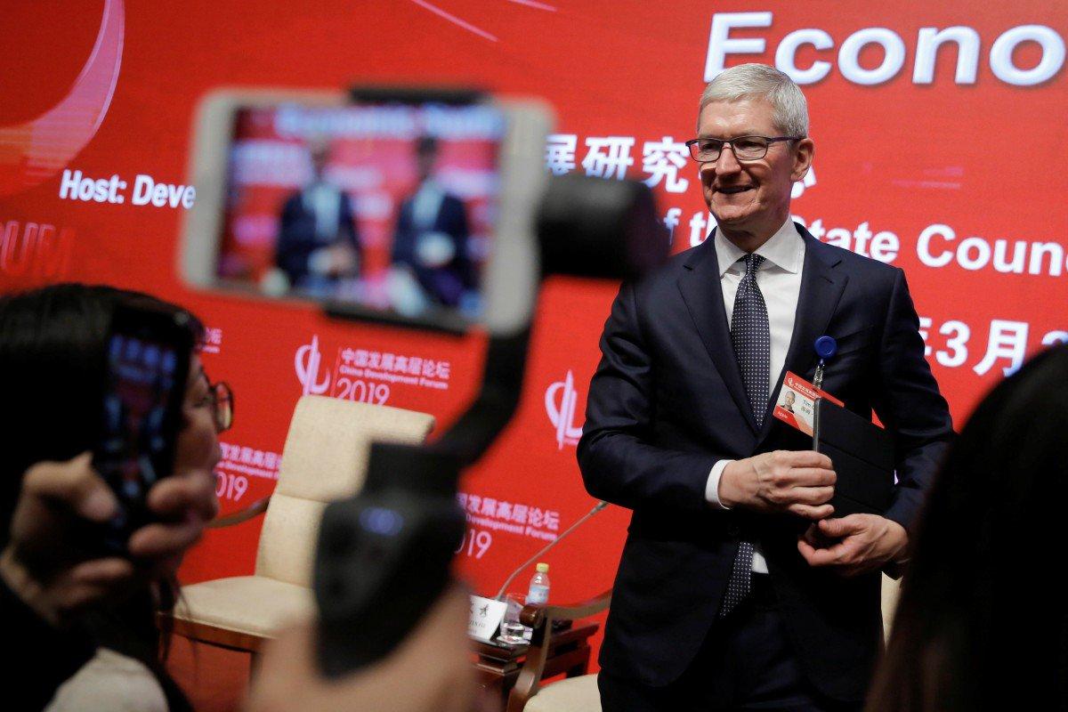 Tim Cook Apple Chiny sprzedaż iPhone'ów ban Huawei