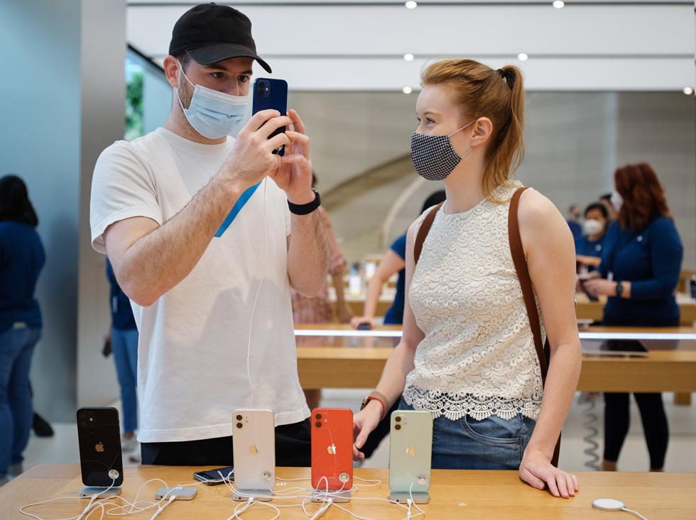 premiera iPhone 12 Pro w sklepach Apple zdjęcia