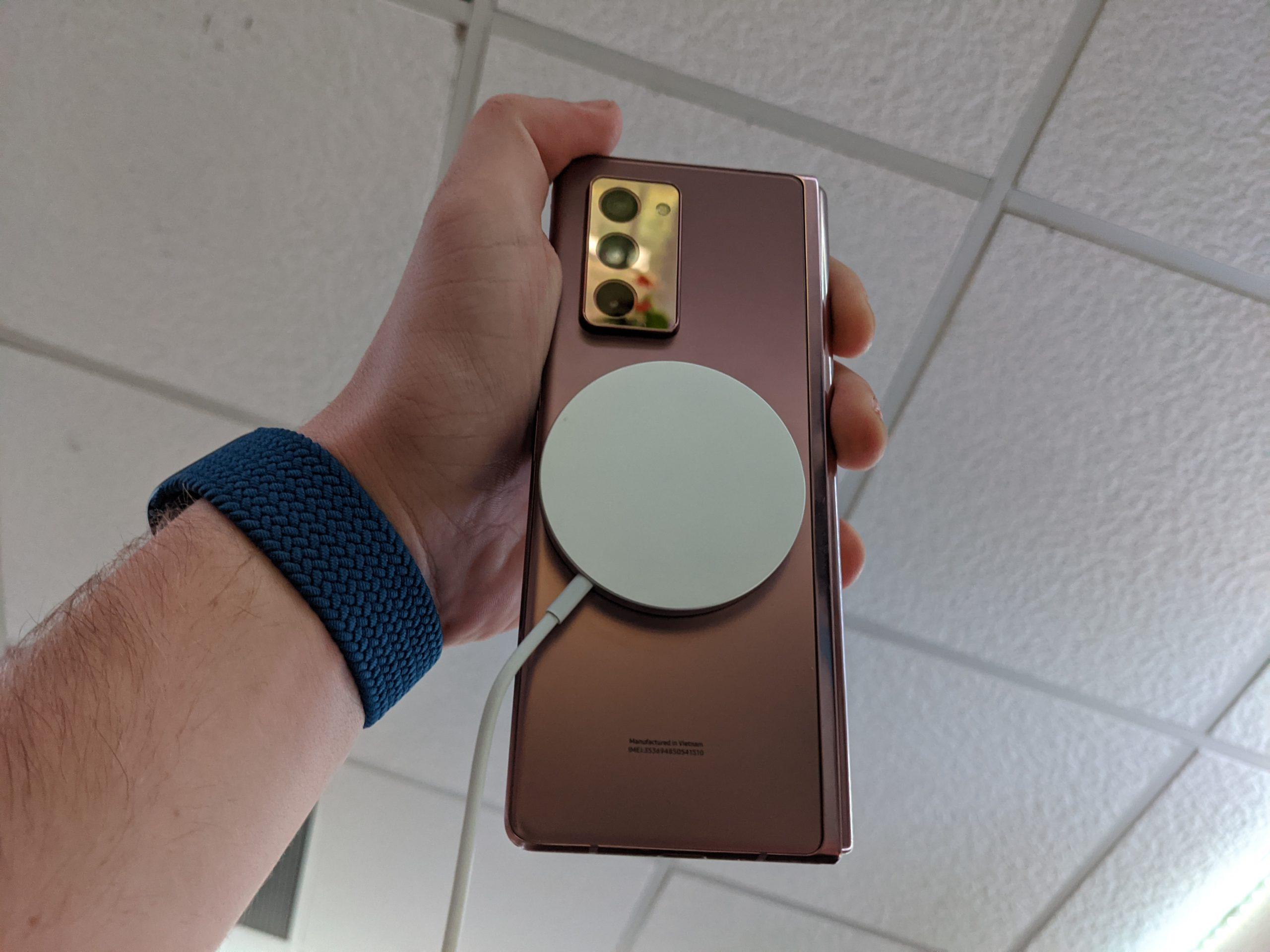 MagSafe ładowarka dla iPhone 12 czy działa z innymi smartfonami nie Apple jak Samsug Galaxy Z Fold 2