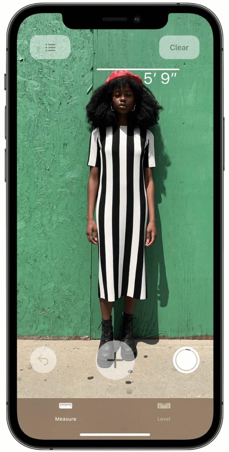 Apple iPhone 12 Pro LiDAR jak zmierzyć wzrost człowieka ludzi osoby aparat miarka