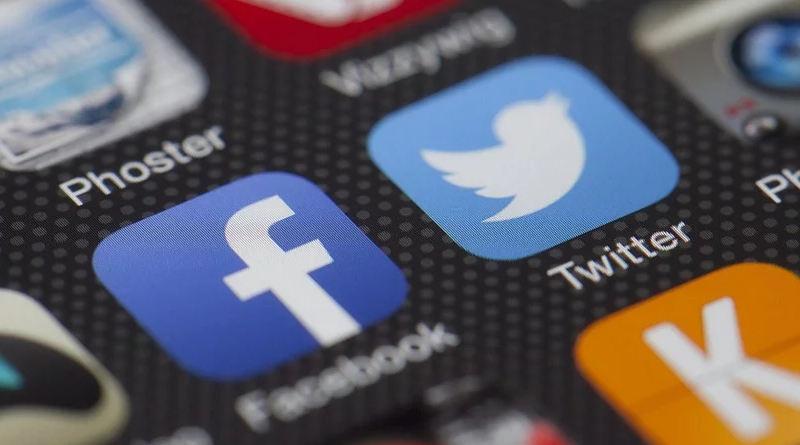 aplikacja facebook jak włączyć dark mode testy tryb ciemny motyw